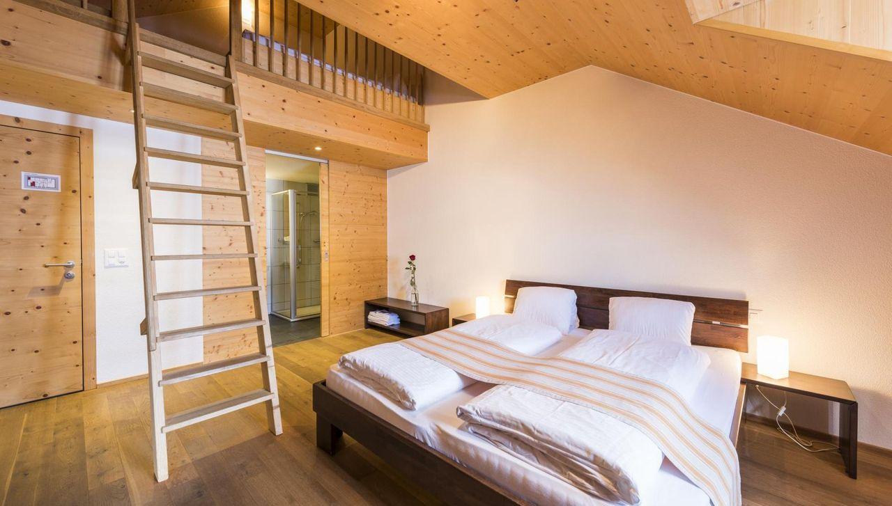 Viel Platz für Gross und Klein sowie Abenteuerlust und Gemütlichkeit bieten die Familienzimmer im Alphotel Schwand in Sörenerbg.
