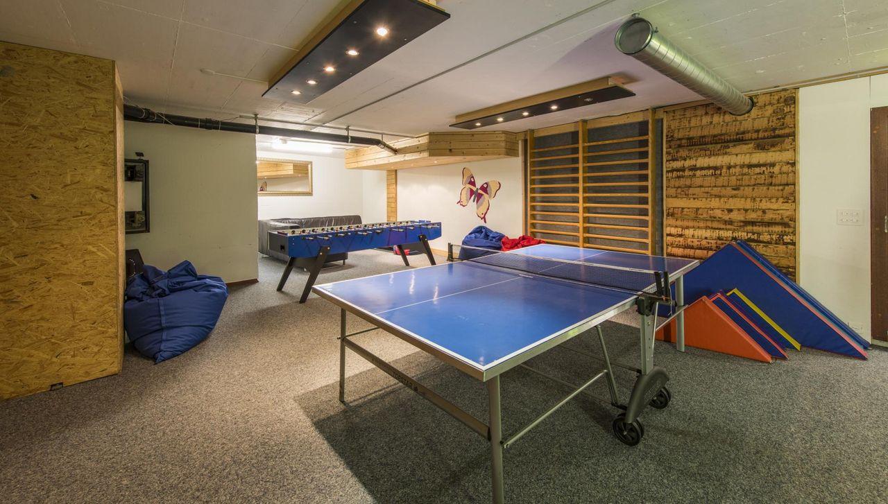 Für Teenager Tischtennis und Tischfussball im Reka-Feriendorf